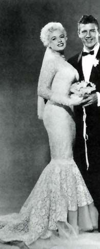 bda6676050be976645a7195c528af3e6--lace-mermaid-dresses-mermaid-wedding-gowns