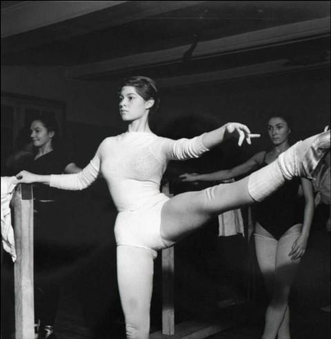 Ed-van-der-Elsken-Brigitte-Bardot-ballet-1951-480x492