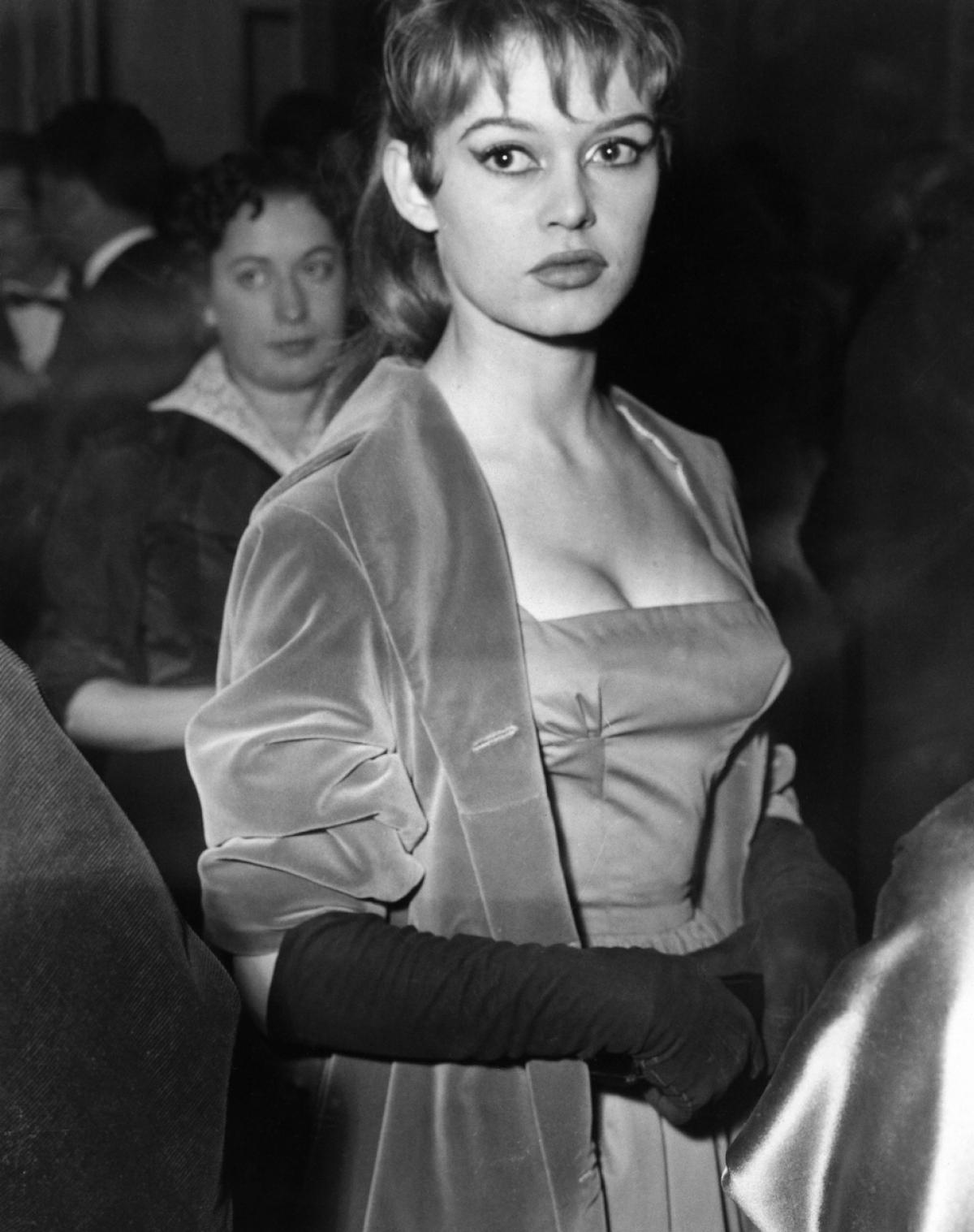 brigitte-bardot-cannes-1956