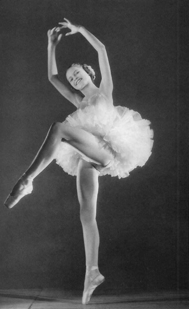brigitte-bardot-in-ballet-class-6