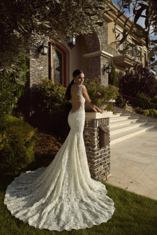 Madonna-Galia-Lahav-The-empress-collection-530x794