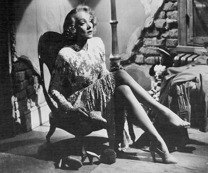 Marlene-Dietrich-Feet-3410472