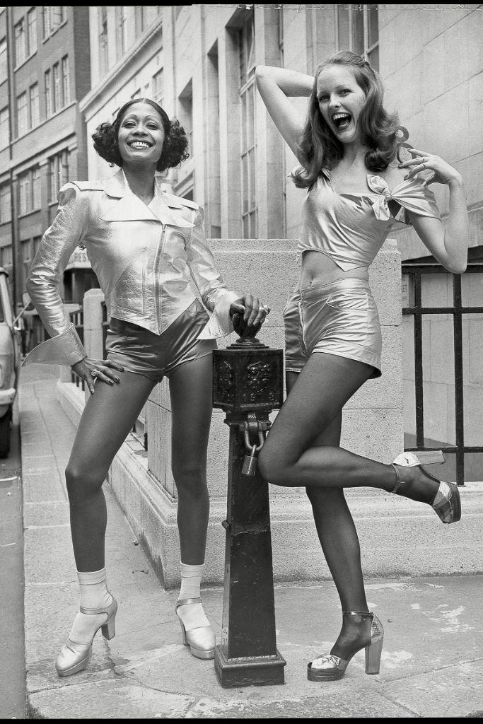 060319-fn-fashion-1970s-01
