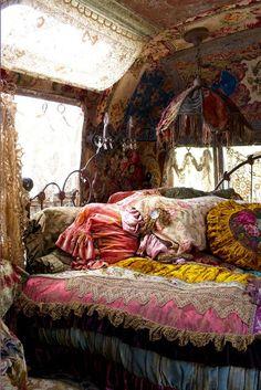 39a57b65eaa2b5fe7d4ec6ecb985bfd7--gypsy-bedroom-bohemian-bedrooms