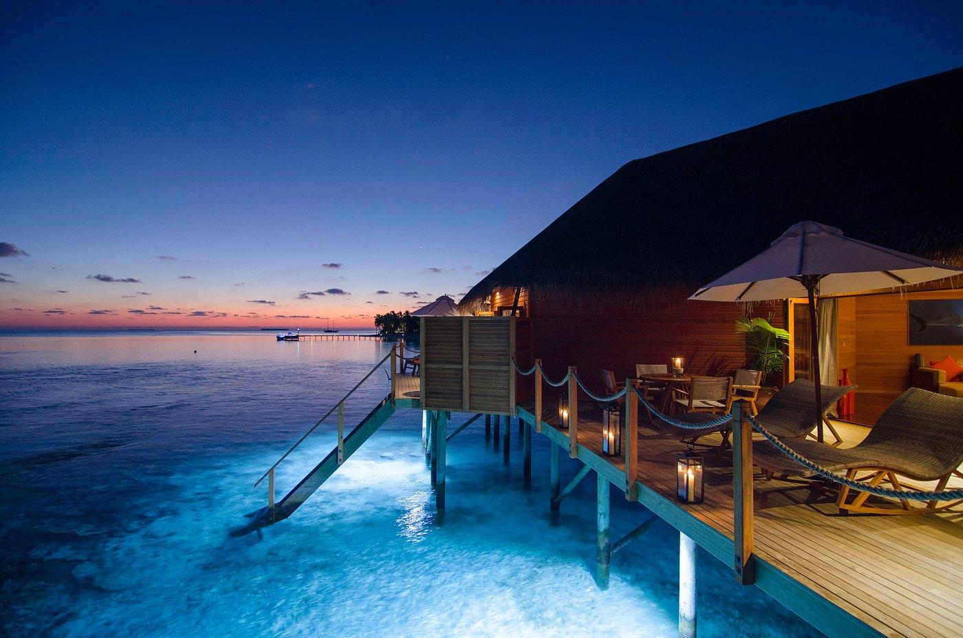 overwater-suite-deck
